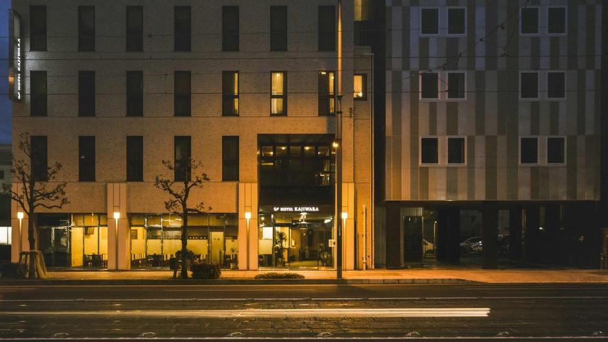 ホテル外観 正面(夜)