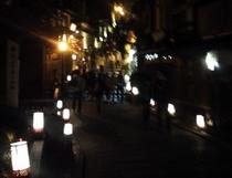 幻想的な光景の東山花灯路