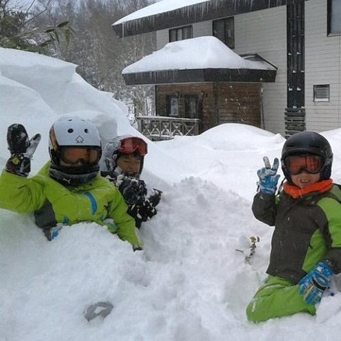 お子様も雪の中で笑顔がはじけます♪ 当ホテルより一の瀬ファミリースキー場まですぐ(^^)/
