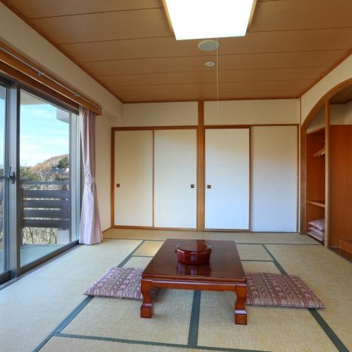 和室12畳の一例。眺望をお楽しみいただけるお部屋がございます。