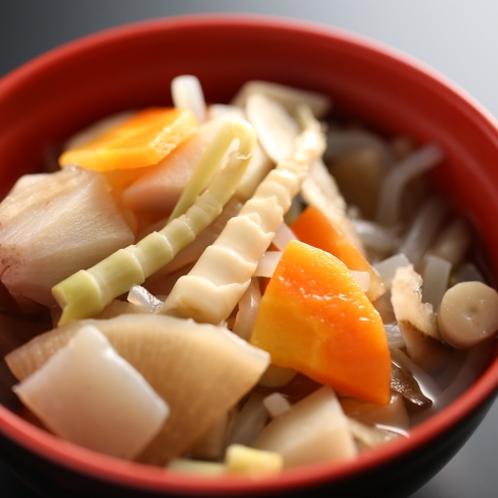初夏には地元名産の「ネマガリダケ」に舌づつみ♪信州の味をお楽しみください。