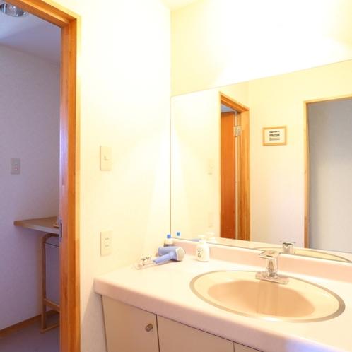 特別展望室 便利な洗面コーナー
