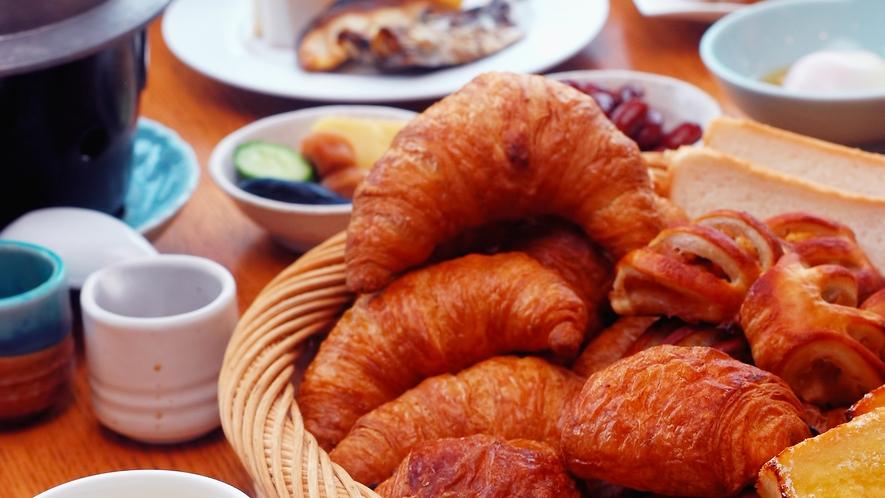 朝食バイキング 焼き立てクロワッサン