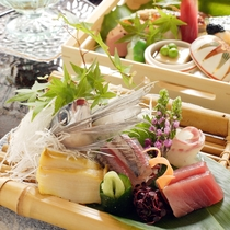 日本海の鮮魚と地元野菜をたっぷり