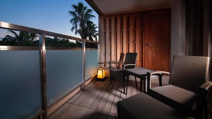 露天風呂付き特別室「静の海」で癒しの時間をお約束♪お食事は朝夕ともお部屋でご提供いたします。