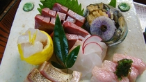 *鮮魚の造り盛り合わせ