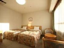 落ち着いた雰囲気の洋室ベッドルーム