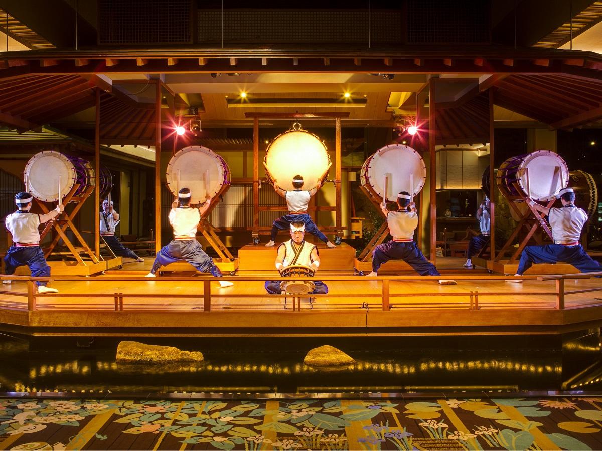 迫力と感動!富士山を太鼓で表現する 霊峰太鼓ショー 毎夜開催20:30