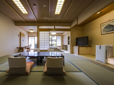 【禁煙】桂亭(和室10+4.5畳)/中庭眺望