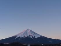 館内から望む富士山(冬の朝)