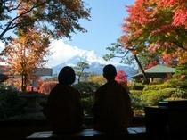 館内から望む富士山(秋)