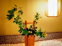 館内随所の生け花もお客様をお待ちしております