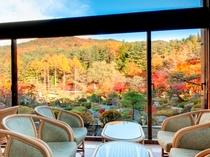 季節を見渡すラウンジ/四季の庭園を眺めながらの優雅なティータイムをお愉しみ下さい