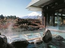 露天風呂から望む富士山(赤富士露天風呂)