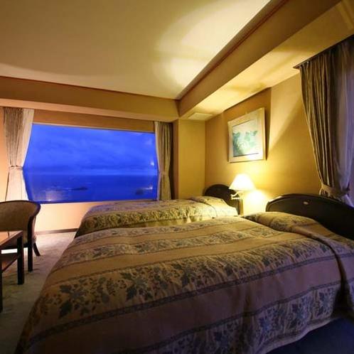 【コーナースイート】和室10畳+ツインのベットルーム。海を見下ろす高台にあり、全室オーシャンビュー。