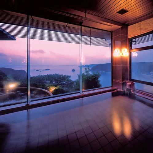 【桃山の湯】内湯 細部までこだわった御影石とローズ大理石の大浴場。ゆったりとおくつろぎいただけます。