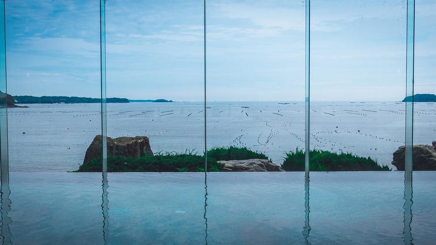 大浴場は海と一体感のような雰囲気です。