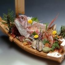 鯛の尾頭付き舟盛り(一例)
