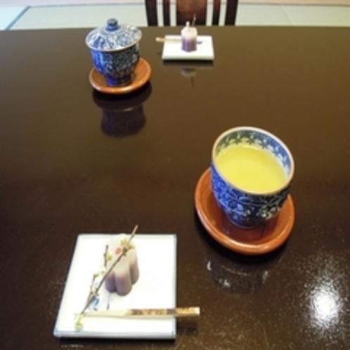 芋羊羹とお茶