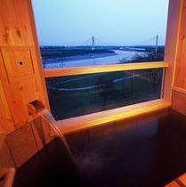 【露天風呂付客室】和室10畳 十勝川河畔の美しい景色と芯まで暖まるモール温泉