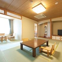 川が見えるお部屋、和室二間続きの客室「紅梅」