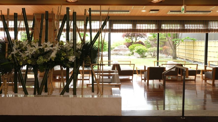 十勝川の風景を一望できる素晴らしいロケーション「ラウンジ渡月(とげつ)」