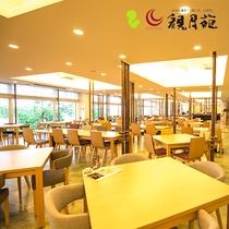 【レストラン楡の森】明るく開放感のあるビュッフェレストラン。