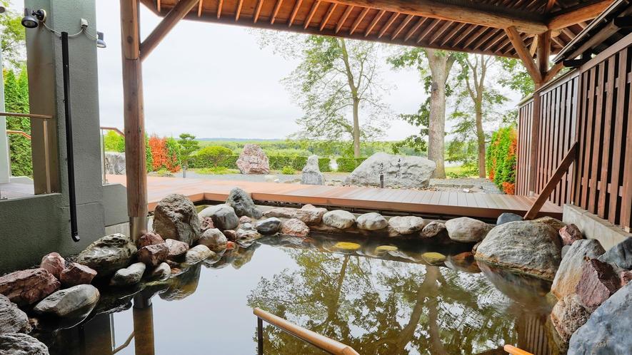 露天風呂で四季折々の風景をご満喫