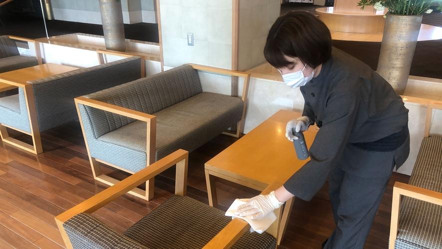 従業員は出勤前の検温(記録)と、健康管理、手指消毒を徹底しております。