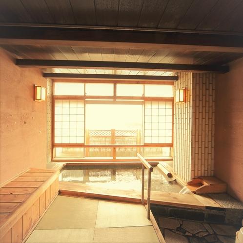 貸切温泉風呂/広々で湯上り処も畳敷き