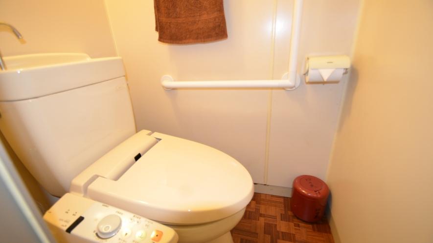 *【本館:2階海側和室(一例)】バストイレつきのお部屋となります。