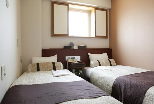エコノミ-ツイン禁煙 シングル部屋にベッド2つ