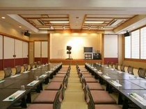 3分割できる111畳の大宴会場。最大120名収容可