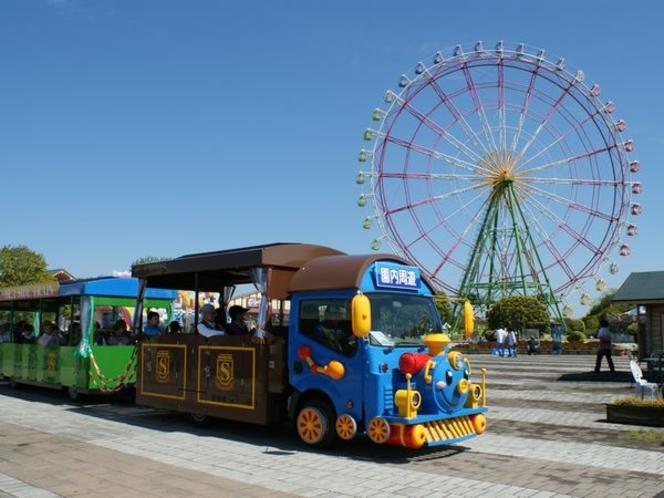 ひたち海浜公園の大観覧車「フラワーリング」と、園内周遊できるシーサイドトレイン