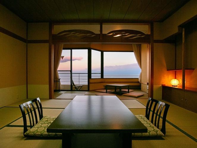 10畳間に堀こたつの広縁がついた海側のBT付和室。家族団らんの滞在が楽しめます。