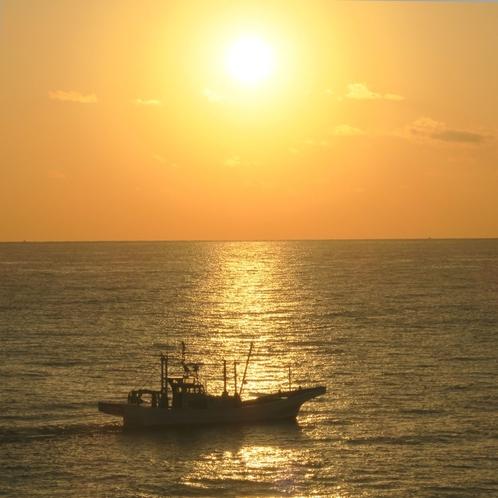 55眼下の水木浜で早朝から繰り広げられるシラス漁。