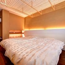 *和洋室「八上」/和と洋、両方の良さを味わえる客室。ふかふかのベッドで安眠の夜を。