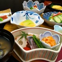 【朝食一例】起きたてのからだに優しい、温かい和定食。