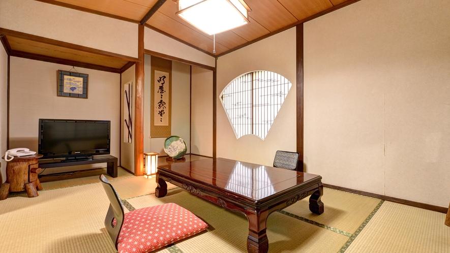 *【本館:「扇」】2021年リニューアル。しっとりと落ち着いた雰囲気の客室です。