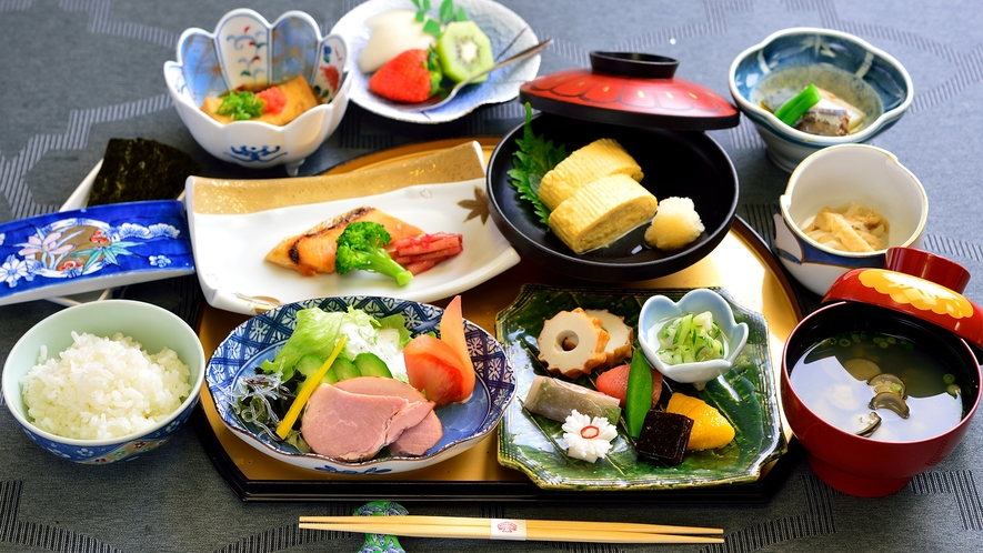 *【朝食一例】地元の旬を取り入れた和定食をご用意いたします。