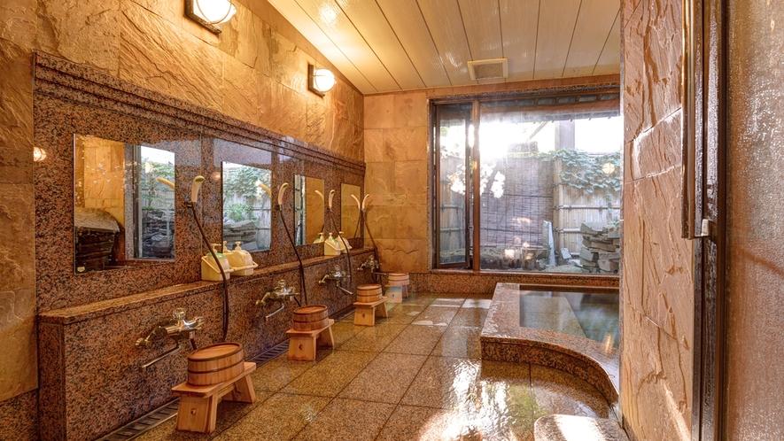 """*【本館女湯】御影石、インド砂岩などの自然石を施した大浴場。美肌の湯""""湯の川温泉""""源泉かけ流しです。"""