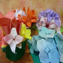お客様から頂いた折り紙花(1F各所)