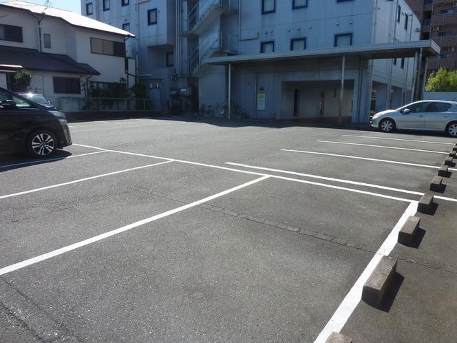 無料駐車場(先着順30台)