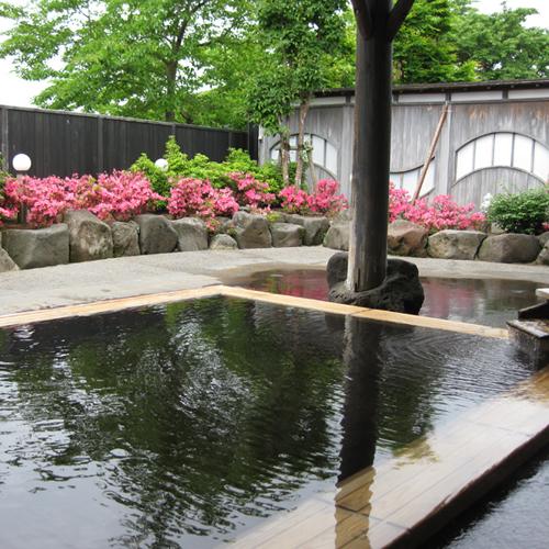 *【露天風呂】季節の移ろいを感じながら、ゆったりとおくつろぎください。