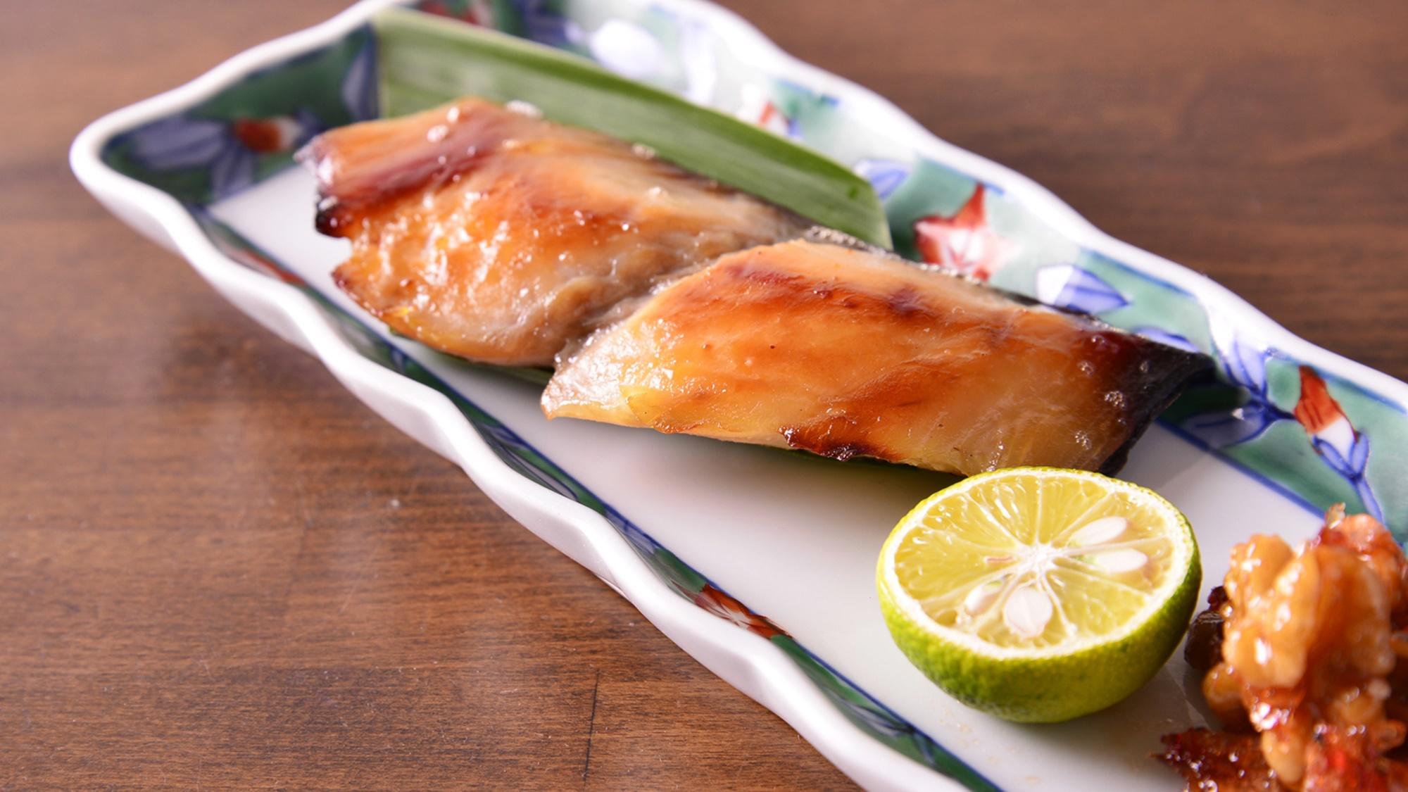 *お夕食一例(サワラ西京焼)