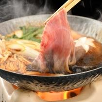 【前沢牛の「すき煮」】味が染み込んだお肉は、リピーターの皆様から好評の逸品。