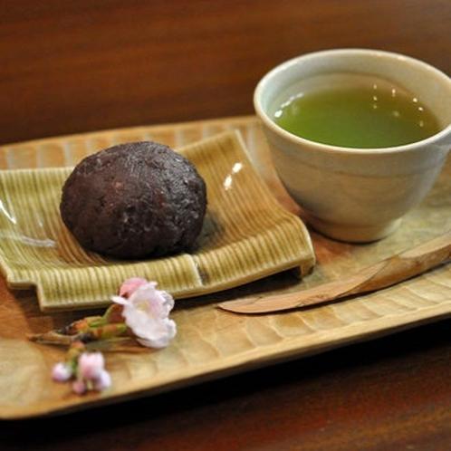 ■女将手作りのお着きのお菓子 【おはぎ】①