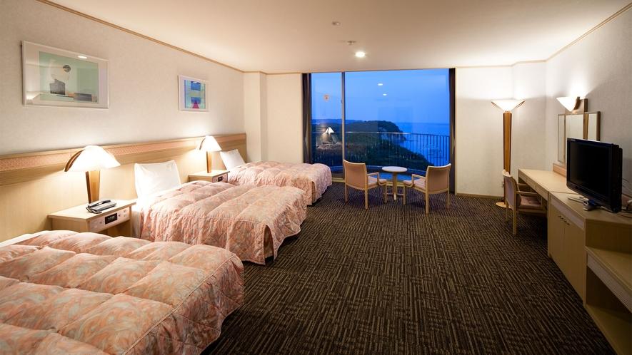 ◆【海側】洋室(トリプル) 52m2 定員4名 ◇禁煙◇(1)