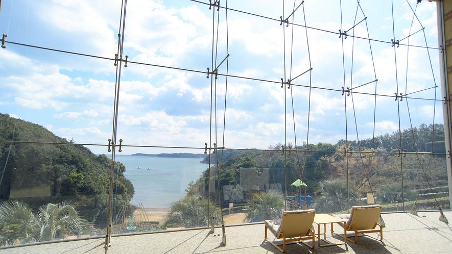 ◆的矢湾の雄大な景観美(B1Fレストランロビーより)