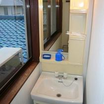 和室4.5畳にある洗面台
